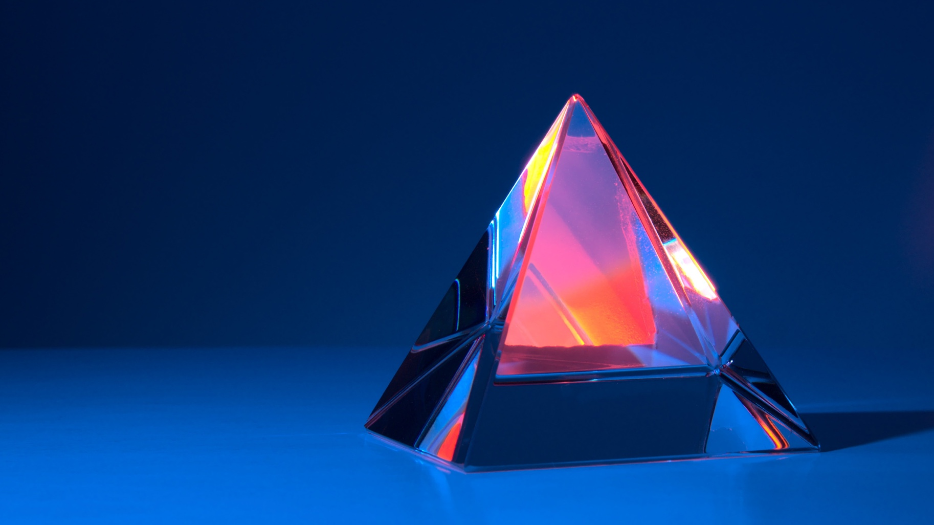Illustration d'un triangle bleu et rouge